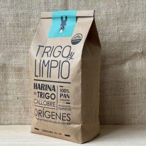 saco de 2kg de harina integral gallega de trigo callobre. Grano molido en piedra. Producto